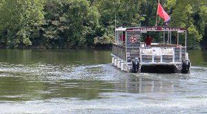 Pontoon Saloon brings Honky-Tonk to Nashville's Cumberland River