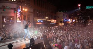 Luke Bryan Concert > Broadway in Nashville