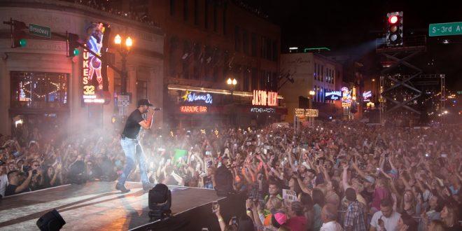 Luke Bryan Concert > Broadway in Nashville