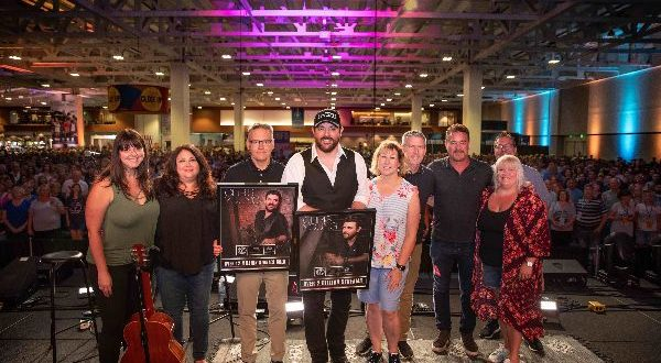 """Chris Young Is Officially A """"Billion-Air"""" 