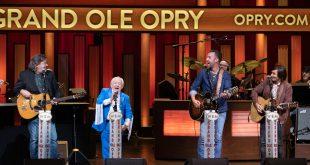 Leslie Jordan Makes Grand Ole Opry Debut
